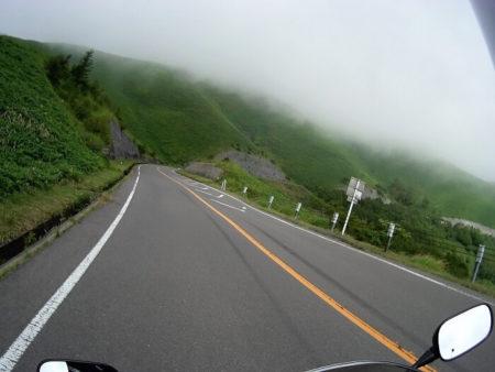 13.霧がかかった山岳エリアの写真(2)