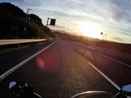 18.夕日の中を走るフィナーレの写真