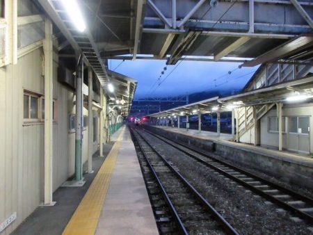 29.夜の辰野駅の写真