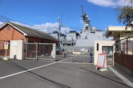 20.海上自衛隊施設入口の写真