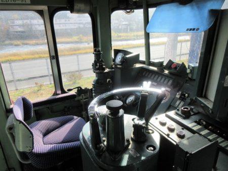 機関車運転席の写真