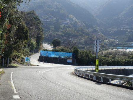 県道23号線沿い(山)の写真