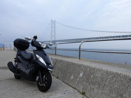 明石大橋と原チャリの写真
