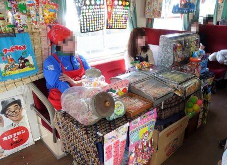 駄菓子カウンターの写真