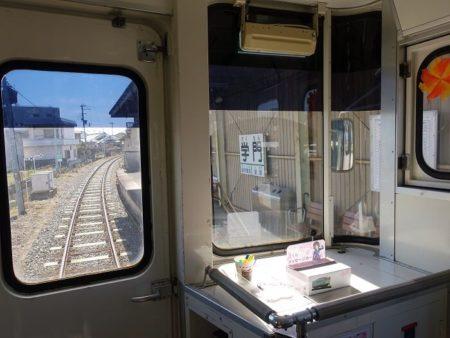 学門駅へ入線する写真