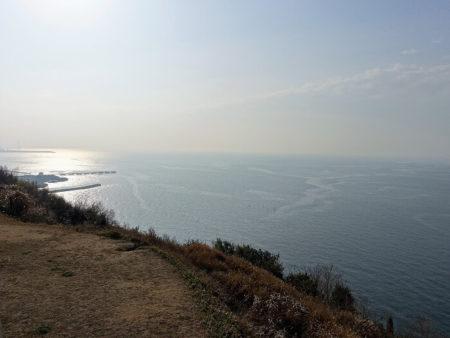 小赤壁 海に向かって左側の写真
