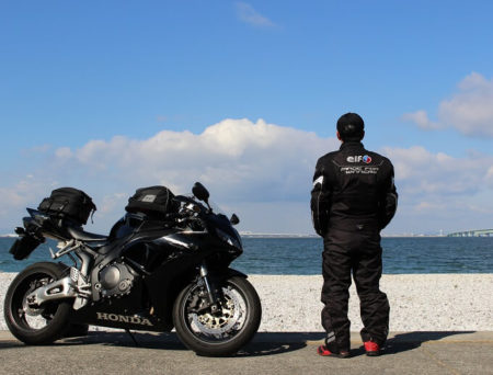 マーブルビーチでCBRとツーショット写真