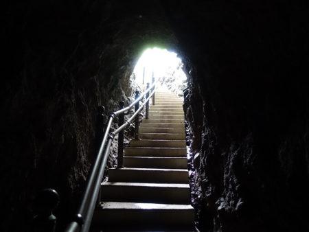 洞窟出口の写真