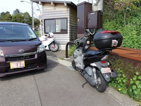 千枚田 臨時駐車場にとめたバイクの写真