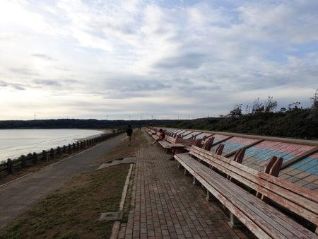 世界一長いベンチの写真