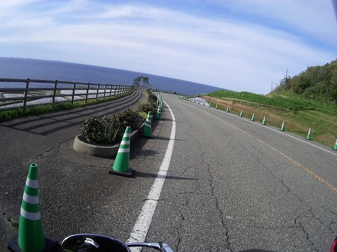 千枚田沿いの最高な道の写真