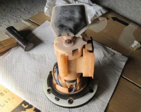 復元した燃料ポンプの写真