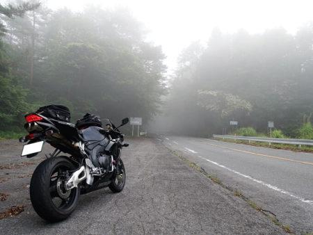 霧の中のCBRの写真