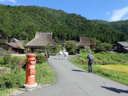 かやぶきの里入口(観光客が来た)写真