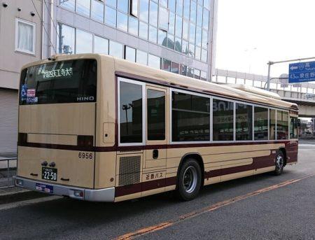 街で出会った復刻カラー近鉄バスの写真