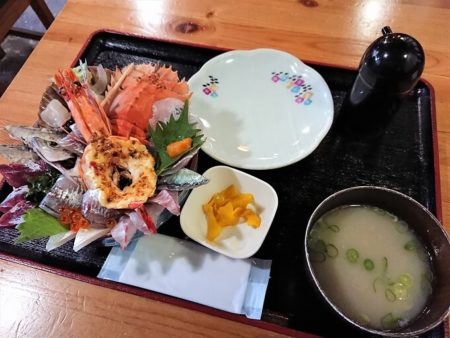 塩湯の海鮮丼(全体)の写真