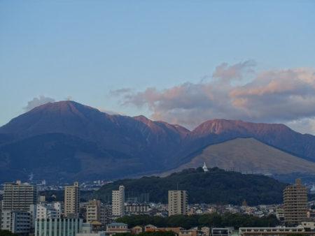 フェリーから見える鶴見岳の写真