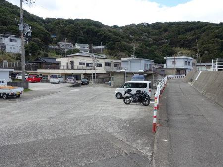 女の蒲地区の駐車場の写真