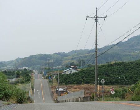 連続する丘ジェットコースターの道の写真