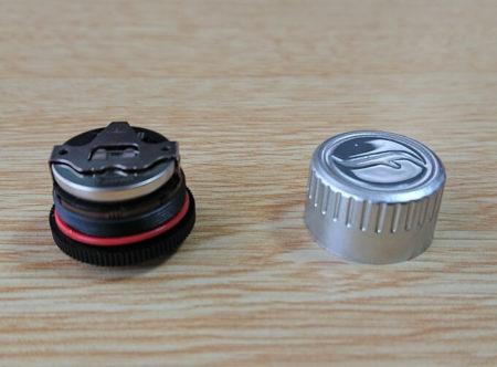 センサーの内部構造から防水の仕組みを説明する写真