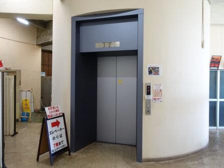 観光タワーエレベーターの写真