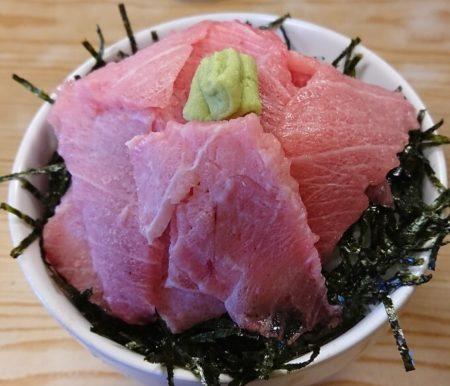 黒マグロ大トロ丼のドアップ写真