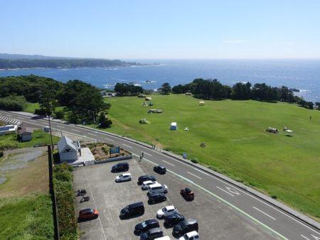 観光タワーから見下ろし駐車場方面の写真