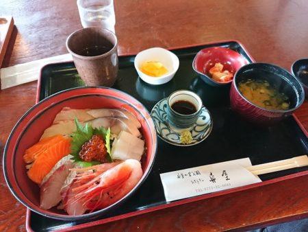 舟屋の海鮮丼(全貌)の写真