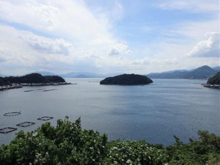 道の駅から見下ろす青島方面の写真