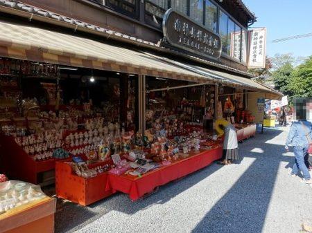 伏見稲荷参道の飲食店&お土産物屋の写真