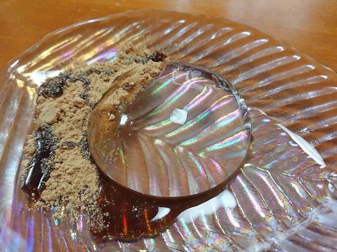 水まる餅にきな粉と黒蜜をかけたアイキャッチ写真